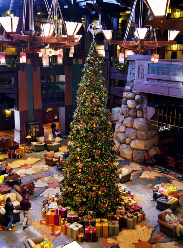disney hotels decorated for christmas