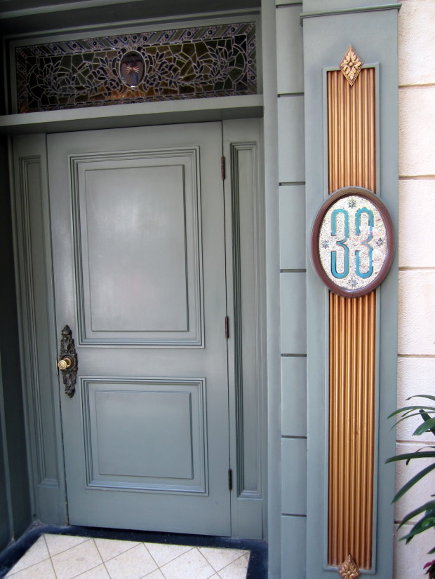 club 33- green door entrance to club 33