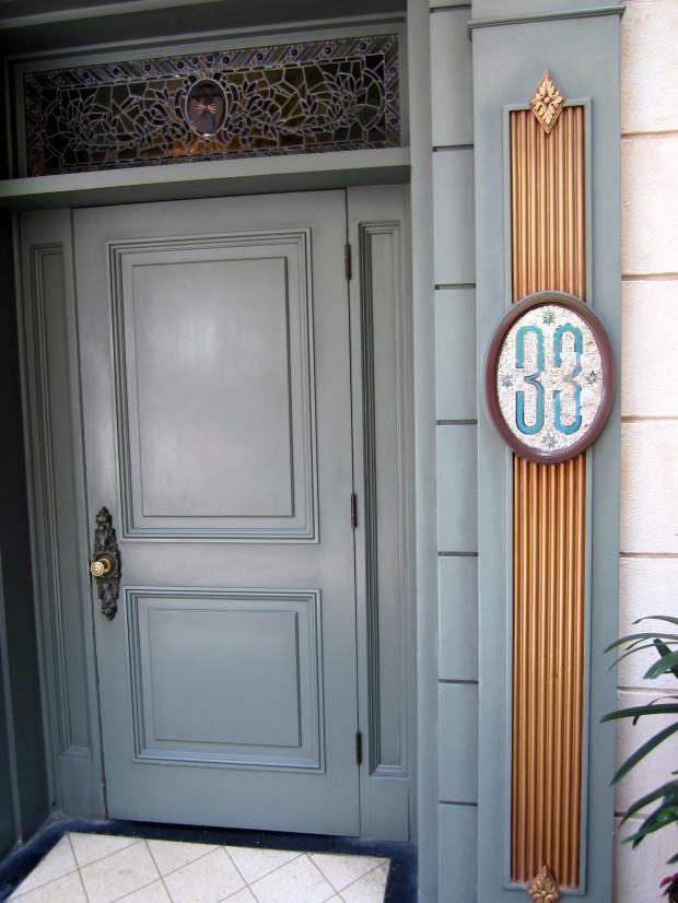 club 33- green door entrance to club 33