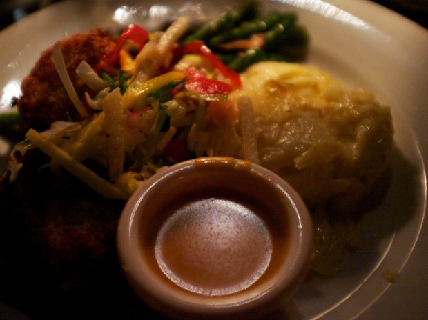 blue bayou restaurant review disneyland crab cakes