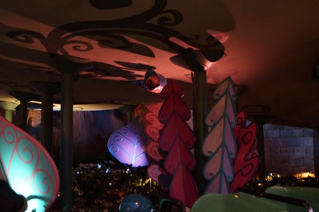 alice in wonderland leaves decorations