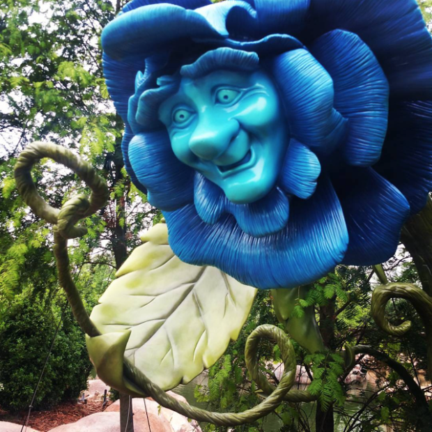 alice in wonderland shanghai disneyland