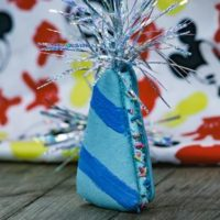 Birthday Hat macaroon in blue