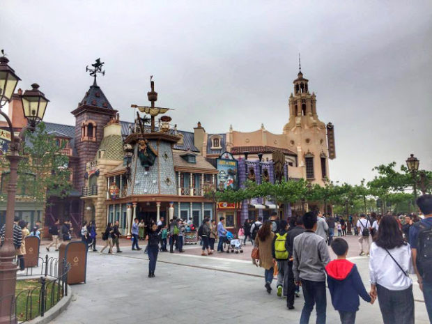 carthay circle mickey avenue shanghai disneyland