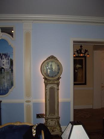 disney dream suite disneyland clock