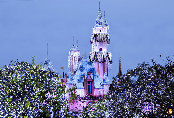 disneyland christmas 2017 - When Does Disneyland Decorate For Christmas 2018