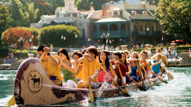 disneyland davy crockett canoes