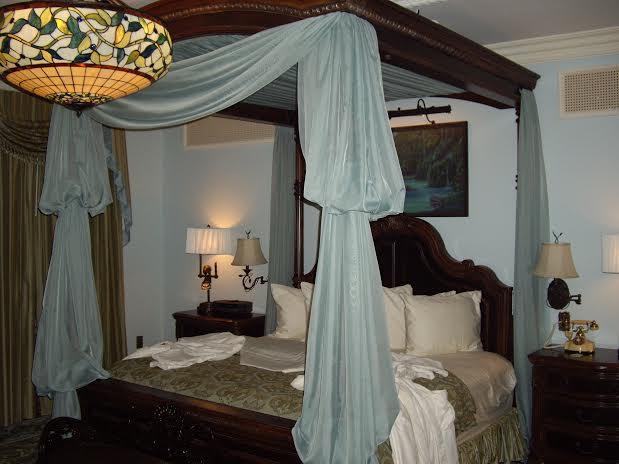 disneyland dream suite master room