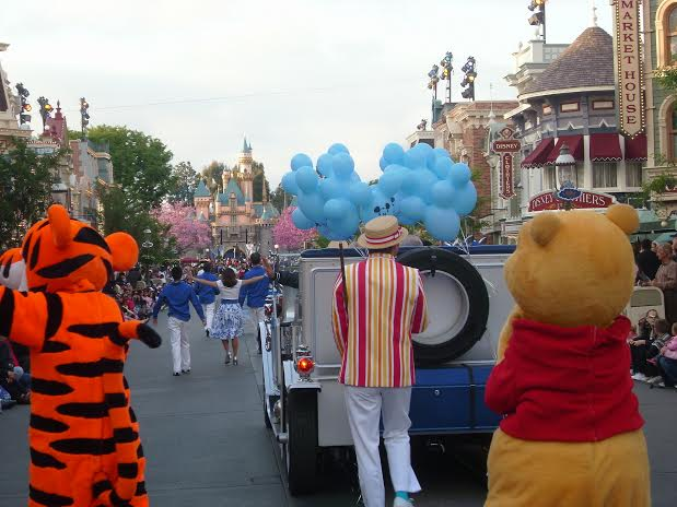disneyland dream suite parade grand marshall tiger bert winnie the pooh