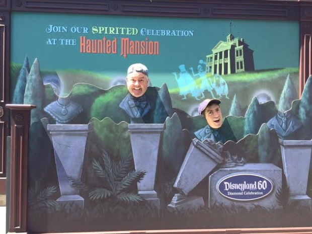 disneyland haunted mansion photopass