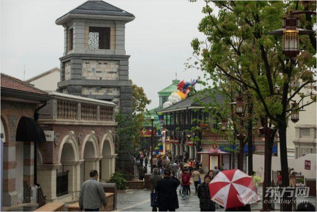 disneytown shanghai disneyland street
