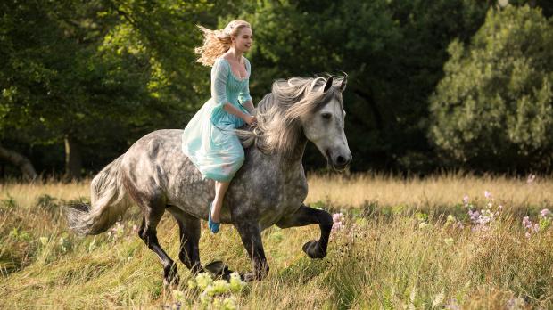 elle fanning cinderella horse