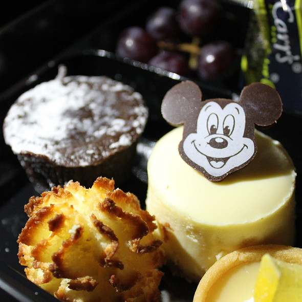 Fantasmic! Dessert Package