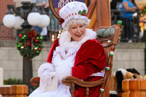 mrs claus disneyland christmas fantasy parade
