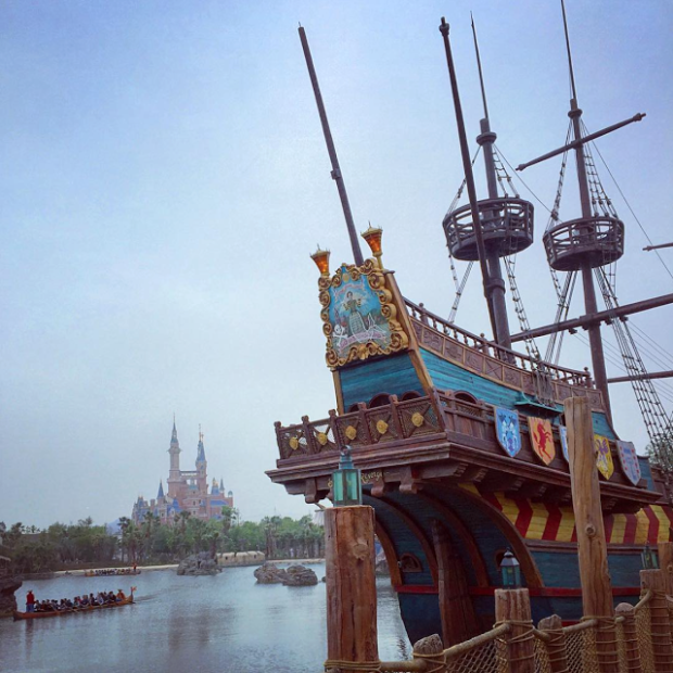 pirate ship shanghai disneyland
