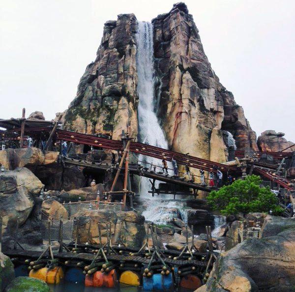 roaring rapids waterfall shanghai disneyland