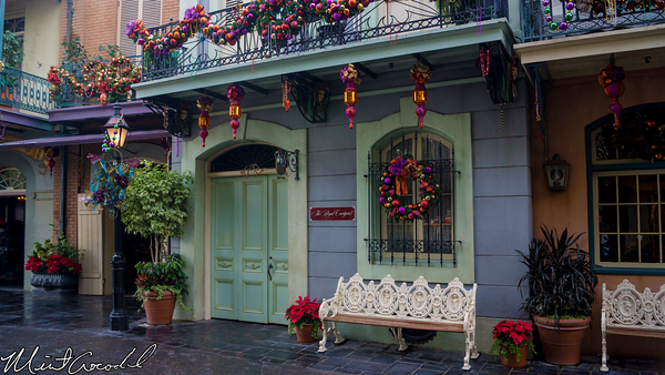 new orleans square courtyard disneyland