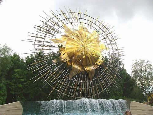 Sunshine Plaza Fountain at California Adventure