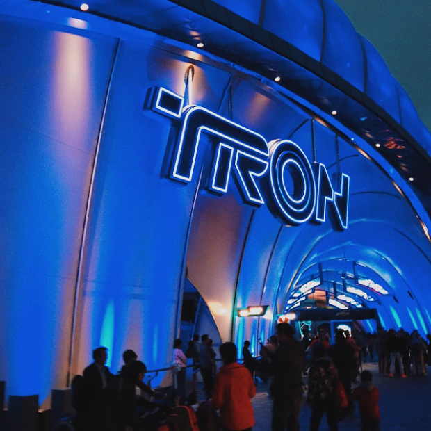 tron tomorrowland shanghai disneyland entrance